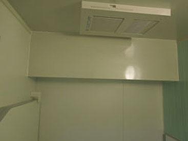 天井梁加工 (マンションなので梁があり天井を加工しました。)