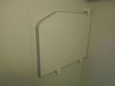 浴槽の保温蓋の壁収納です。