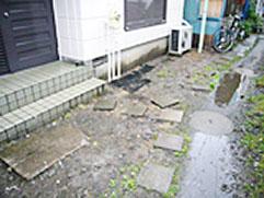 土からコンクリートの土関を作り玄関タイルをはりなおしました。