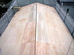 新規にベニヤ合板で 屋根野地下地を作りました。